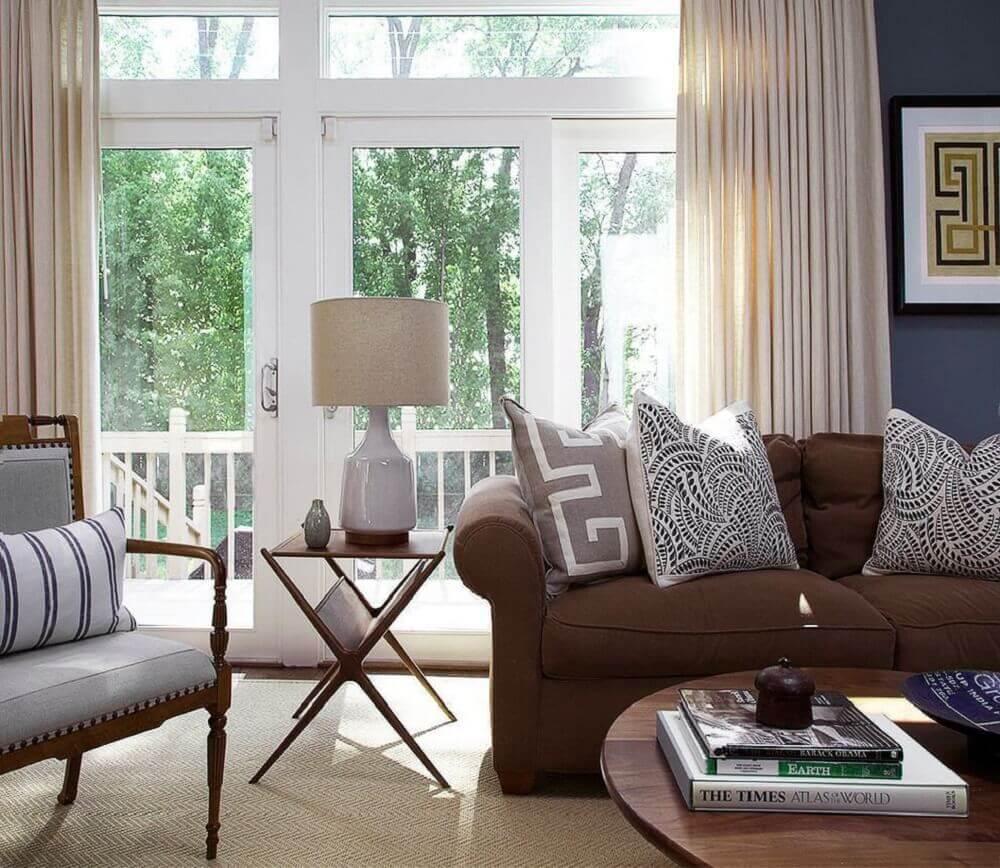 estampas neutras de almofadas para sofá marrom