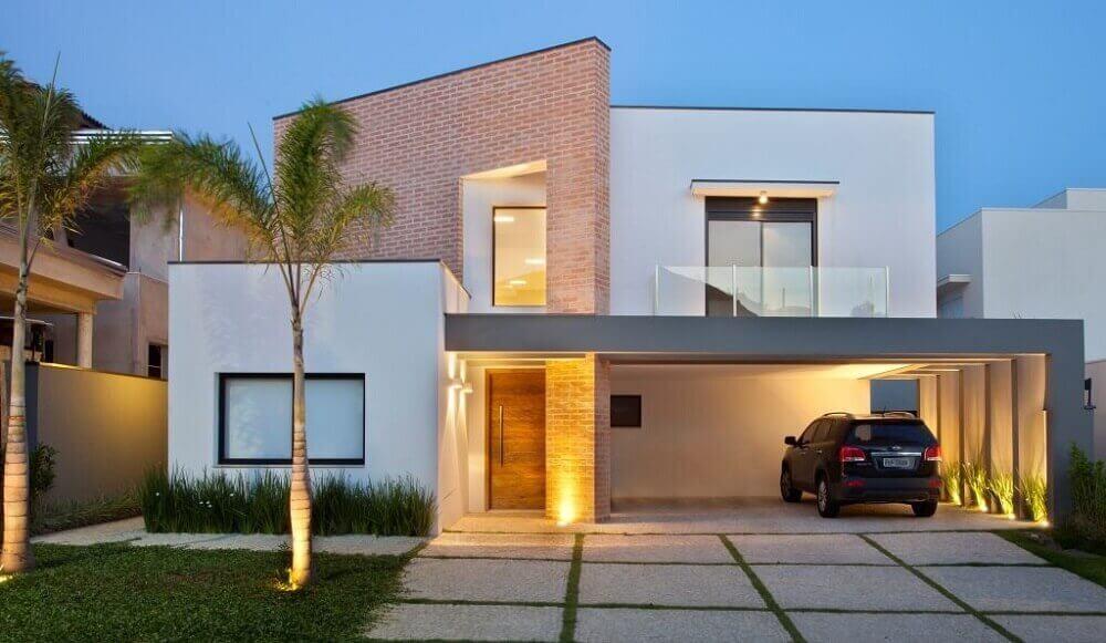 fachada de casa moderna com telhado platibanda