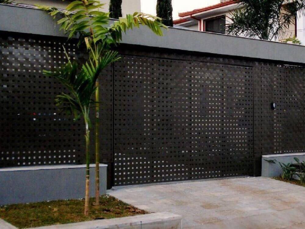 fachada de muro com chapa de aço vazada