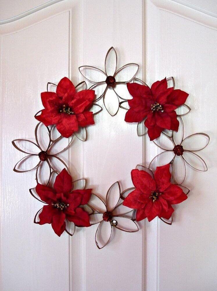 guirlanda feita com flor de rolo de papel higiênico