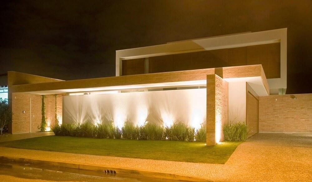 iluminação para frente de casas com muro
