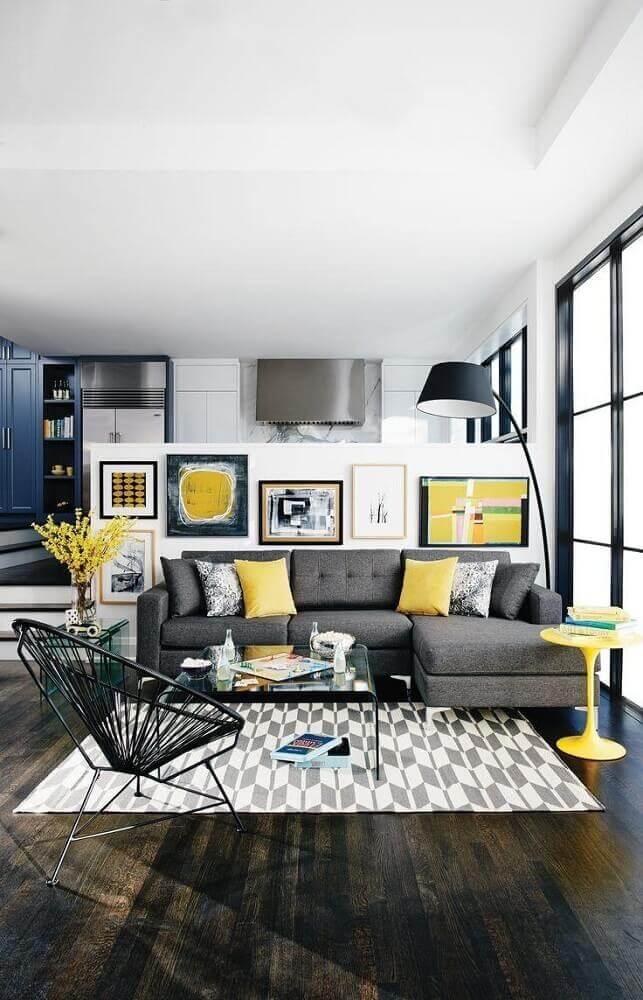 inspiração de sala cinza e amarelo