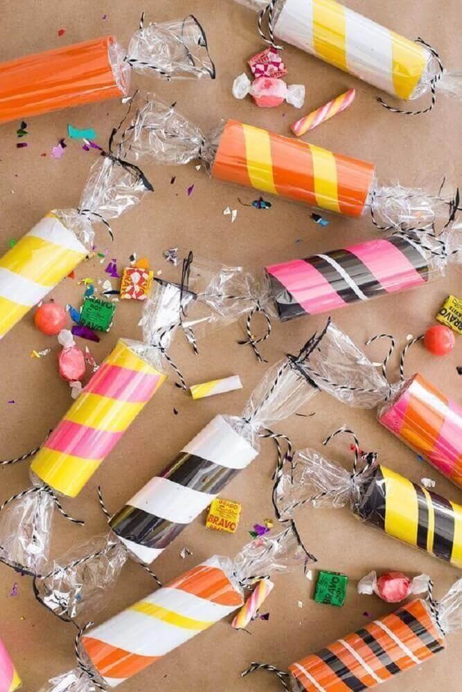 lembrancinha de festa feita de artesanato com rolo de papel higiênico