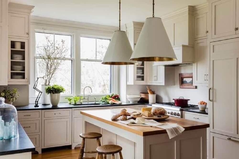 luminária branca para cozinha com interior dourado