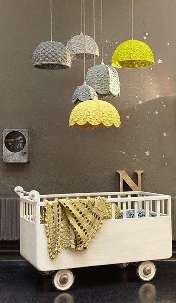 luminária de crochê para quarto de bebê