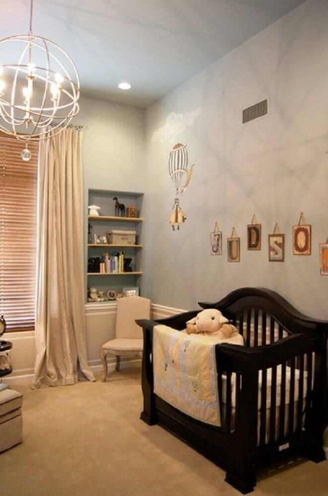 luminária para quarto de bebê com berço preto