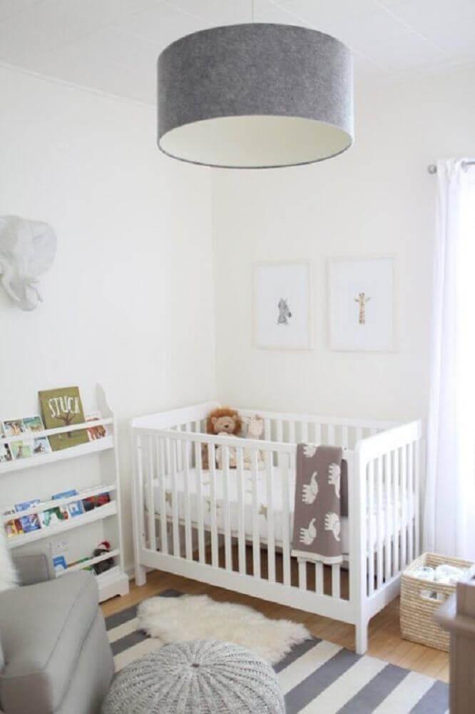 Luminária simples para quarto de bebê