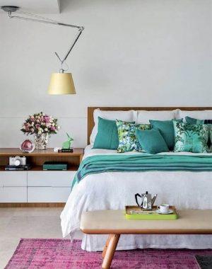 luminária para quarto de casal sobre criado mudo