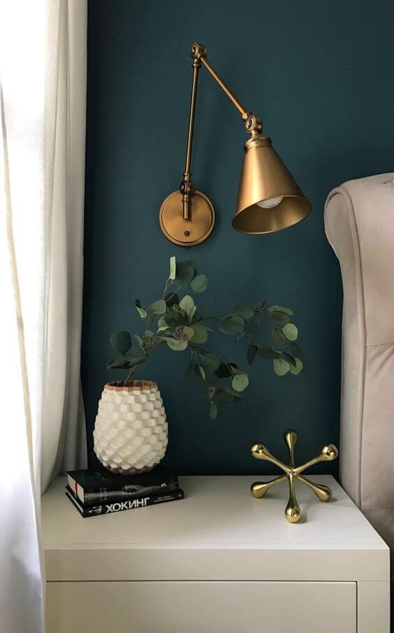 Luminária para quarto dourado