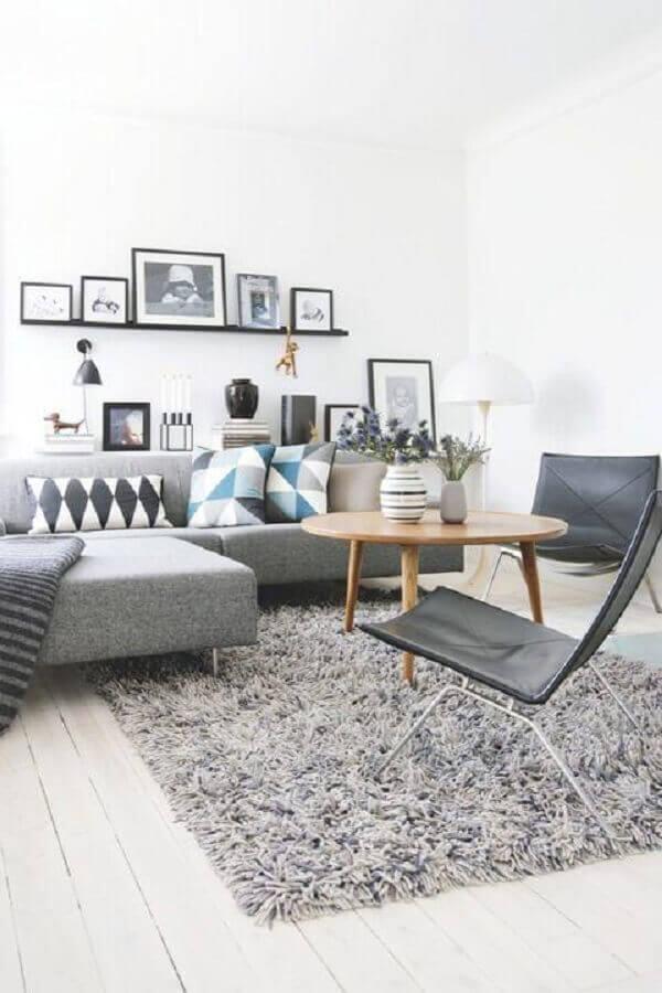 mesa de centro de madeira para decoração de sala cinza e branco Foto Archzine