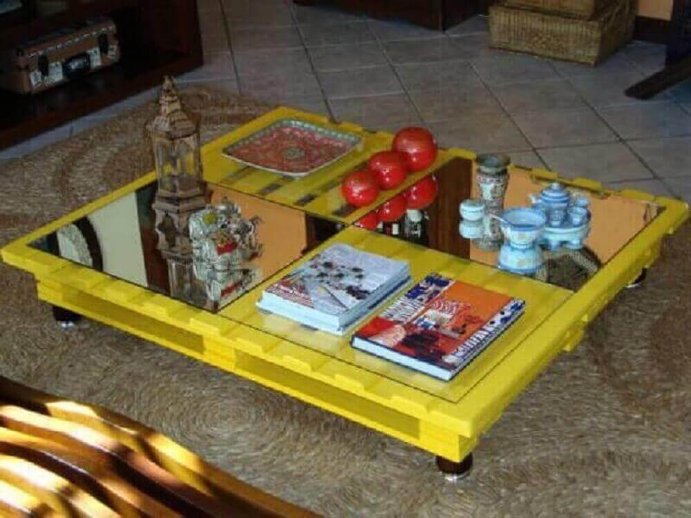 mesa de centro de pallet com tampo de vidro