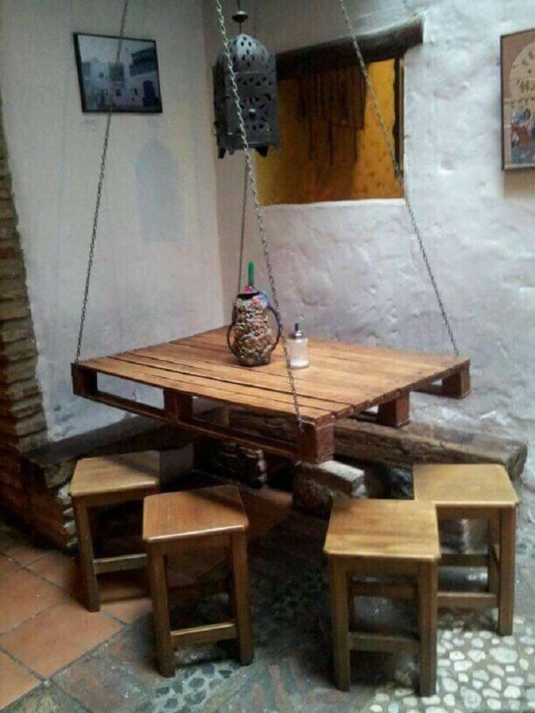 mesa de jantar de pallet suspensa