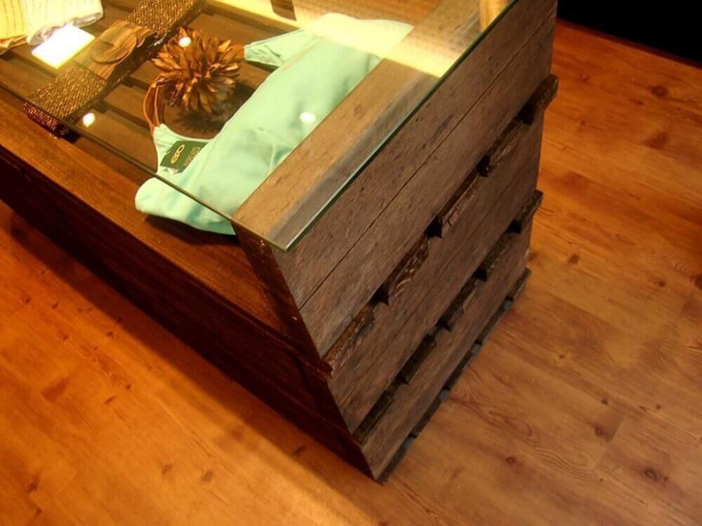 Modelo de mesa de pallet com vidro