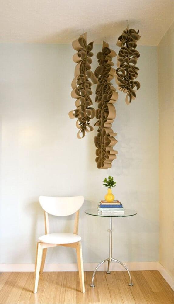 mobile com rolo de papel higiênico