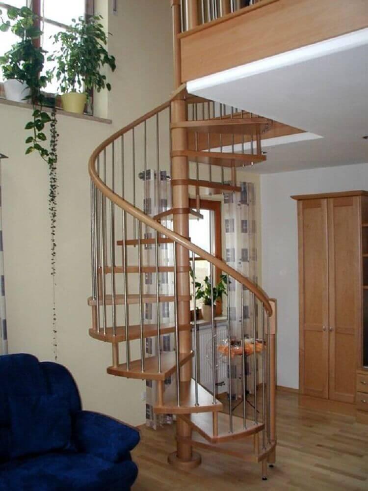 modelo escada caracol de madeira com ferro