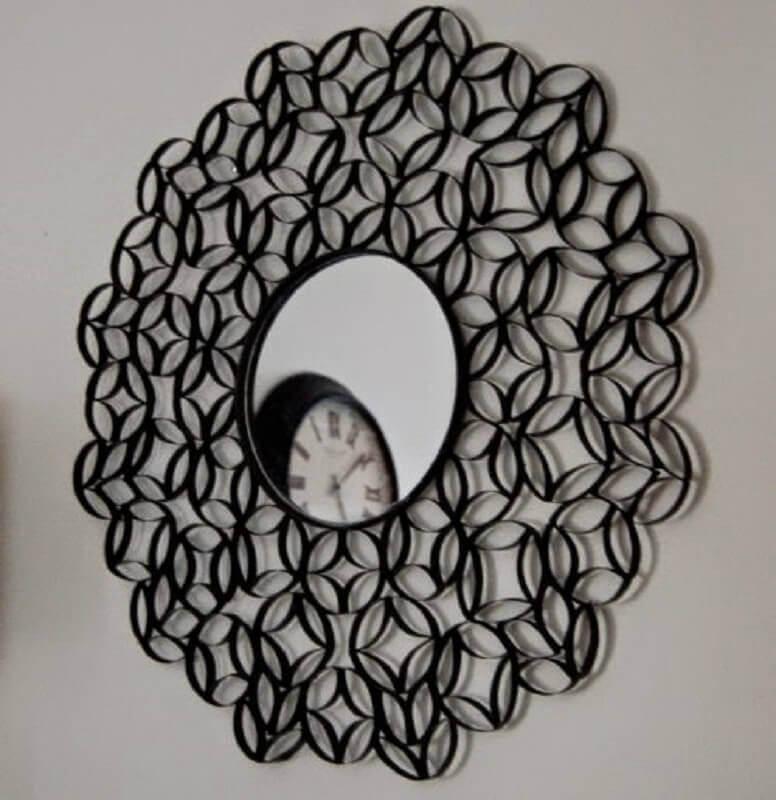 moldura feita de artesanato com rolo de papel higiênico
