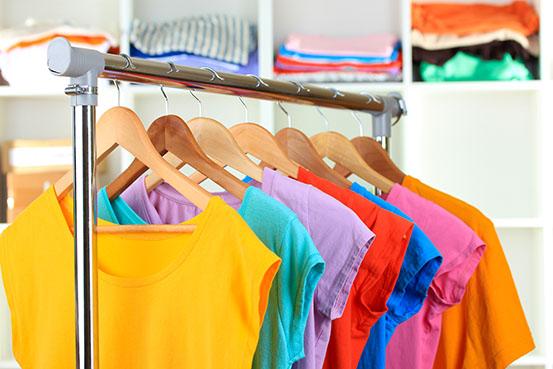 Organizar guarda roupa cabide