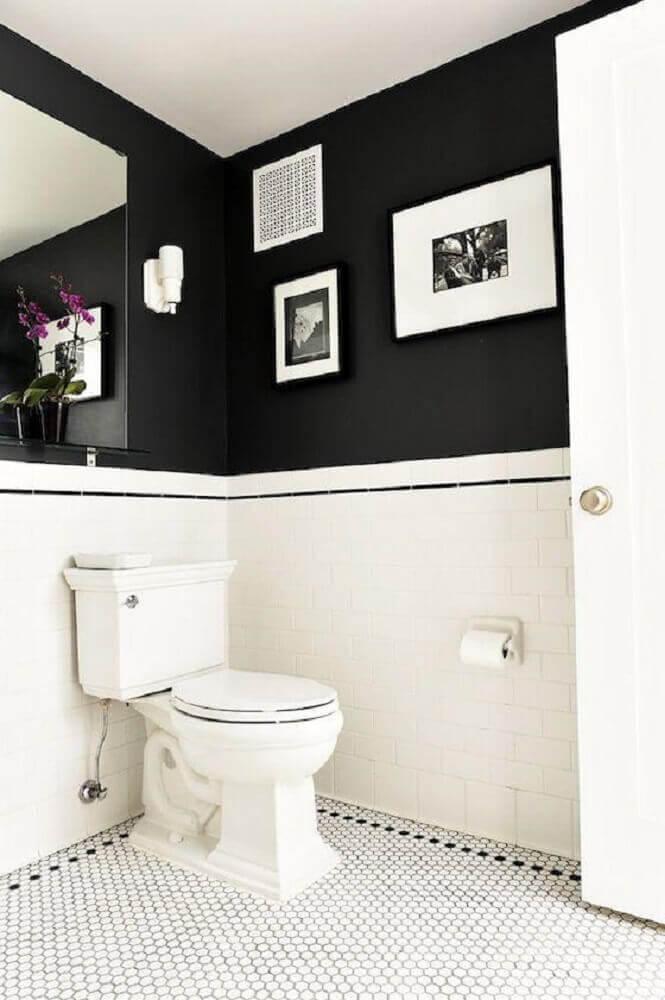 parede de banheiro preto e branco