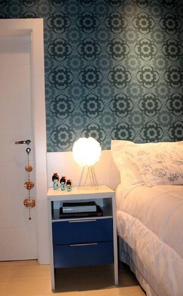 Pequena luminária de mesa para quarto
