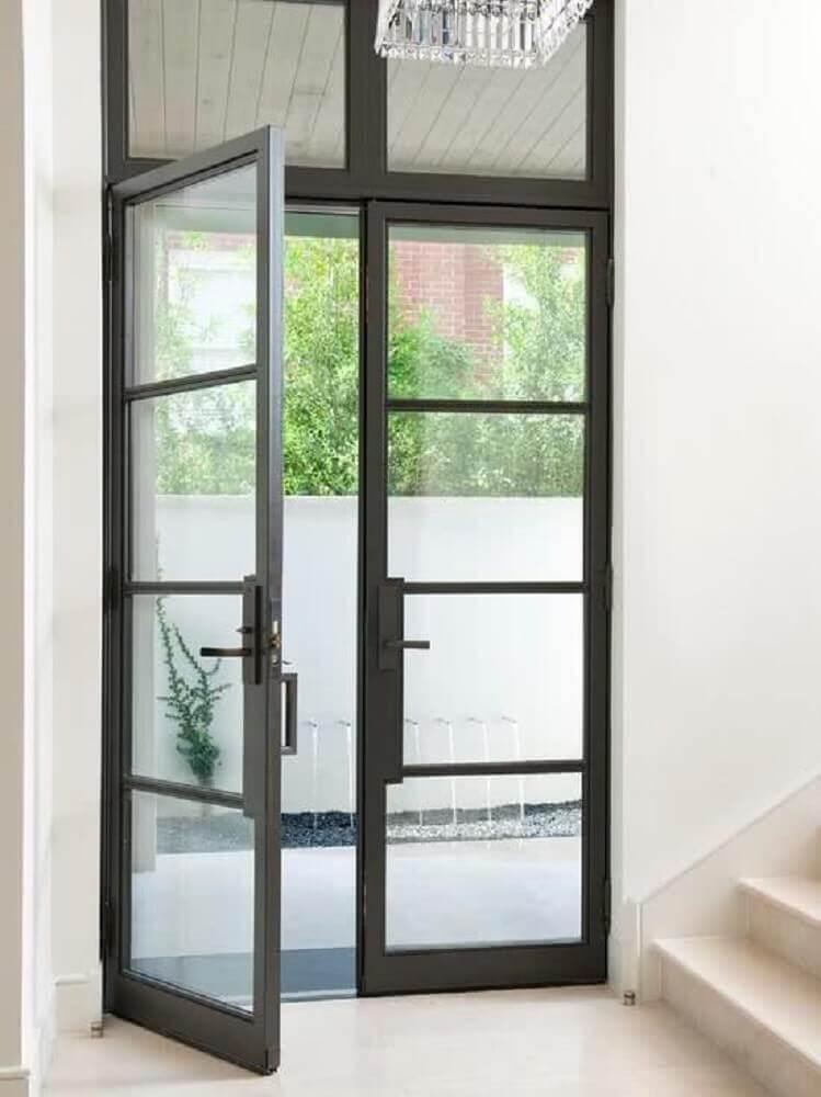 porta de vidro com armação