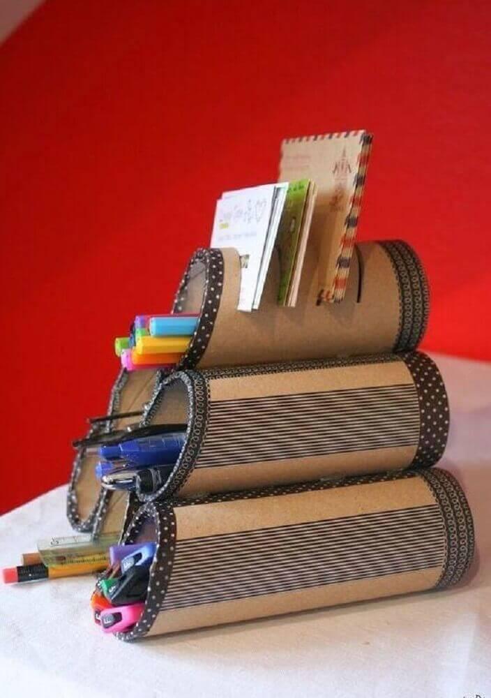 porta treco de mesa feito com rolo de papel higiênico