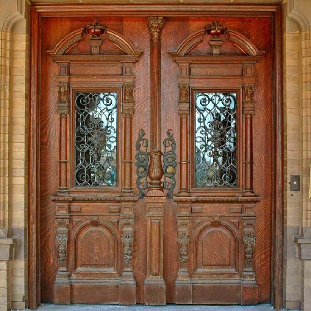 portas de madeira com duas folha