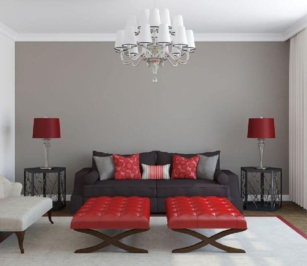 sala cinza e vermelha