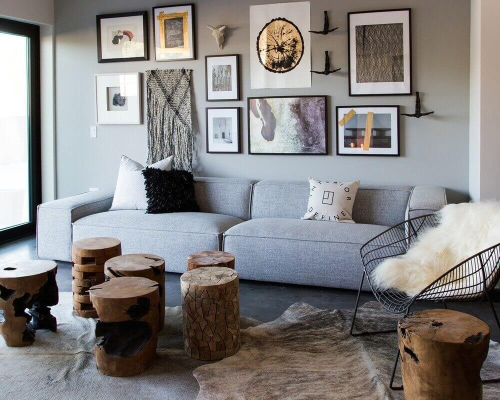 sala com sofá cinza