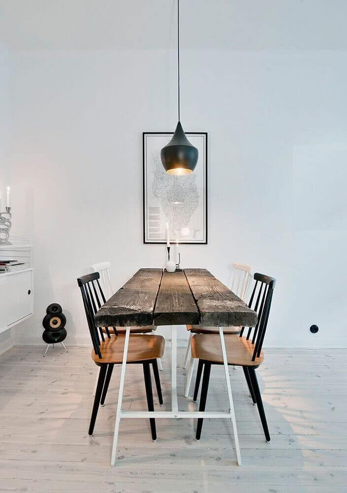 sala de jantar clean com modelos de mesas rusticas e pendente preto