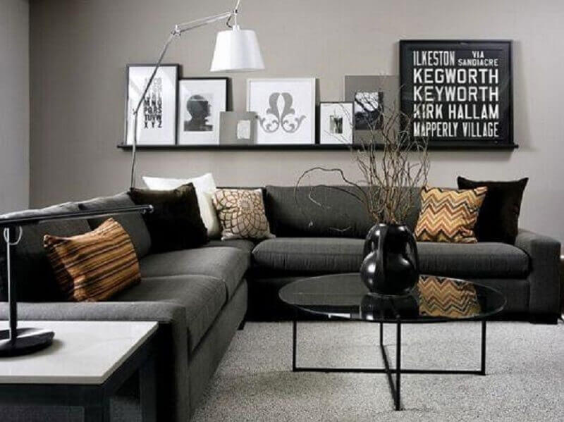sala preta e cinza