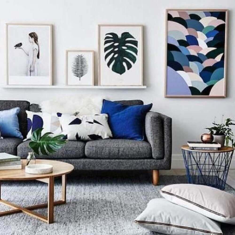 sala com sofá cinza e almofadas grandes para sofá
