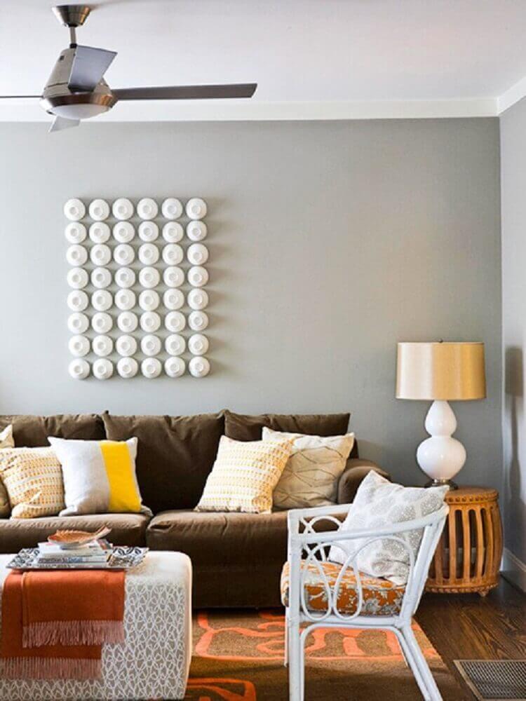 Sofá com almofadas diferentes