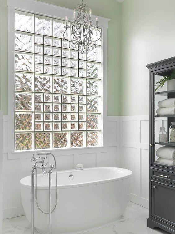 tijolo de vidro - banheiro com janela de tijolo de vidro
