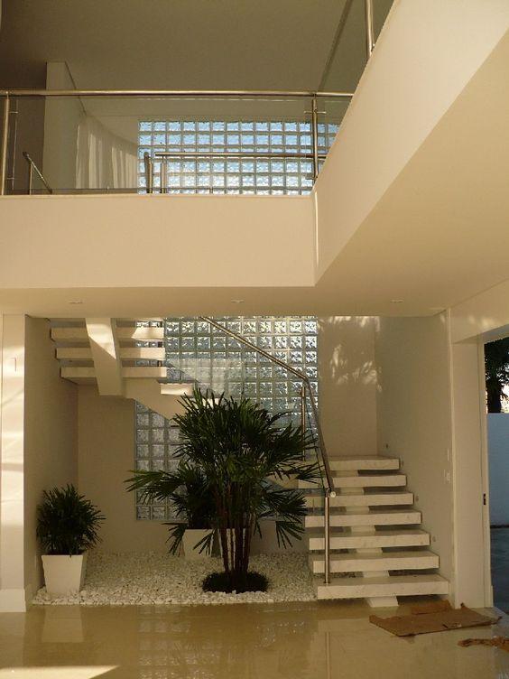 tijolo de vidro - parede alta com tijolo de vidro
