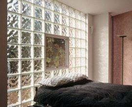 tijolo de vidro - quarto com parede de tijolo de vidro - Decor Fácil