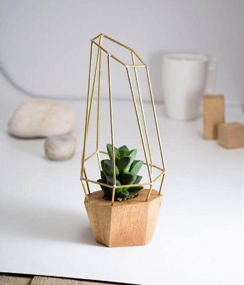 52. Inspiração super delicada e bonita de vaso decorativo com suculenta