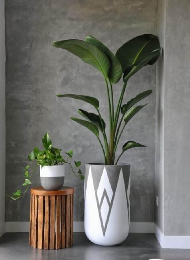 vasos decorativos de tamanhos diferentes cinza e branco Foto Interiors Addict