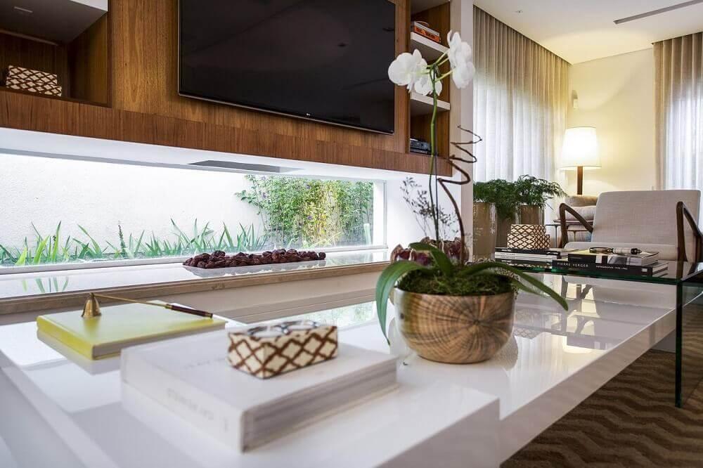 Sala com vaso decorativo para plantas