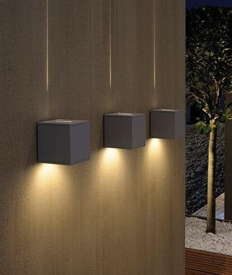 Arandelas externas com facho fino de luz
