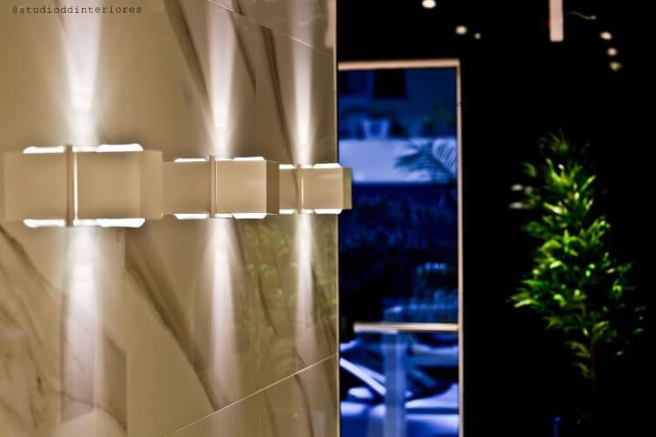 Arandelas externas em corredor Projeto de Diego Duracenski