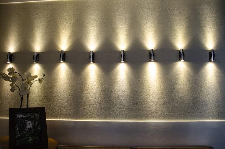 Arandelas externas metálicas Projeto de Studio Ecoara
