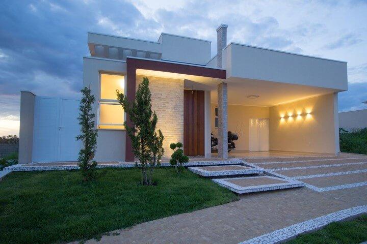 Arandelas externas na garagem Projeto de Engenharia e Arquitetura