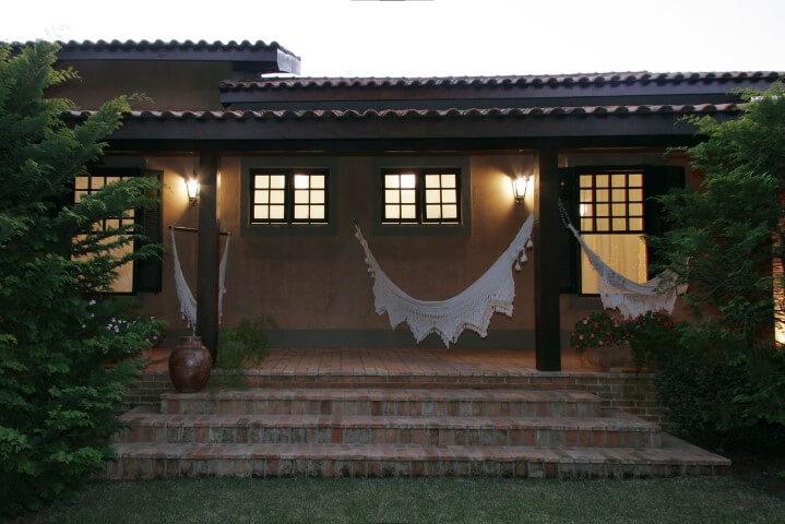 Arandelas externas na varanda Projeto de Katia Perrone