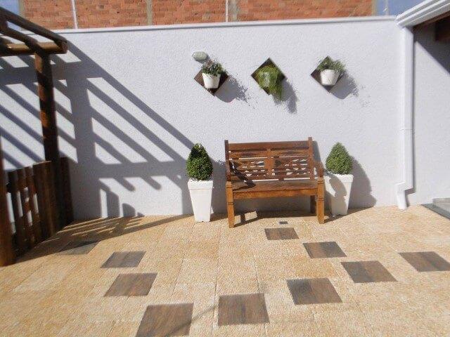 Arandelas externas no quintal Projeto de Juliana Martins