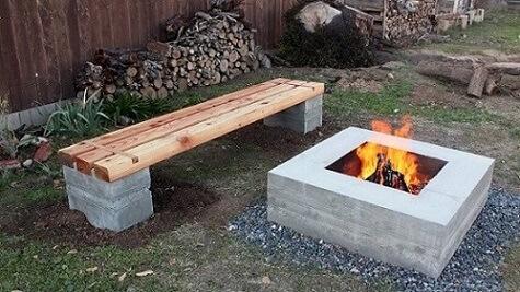 Banco de concreto perto da fogueira