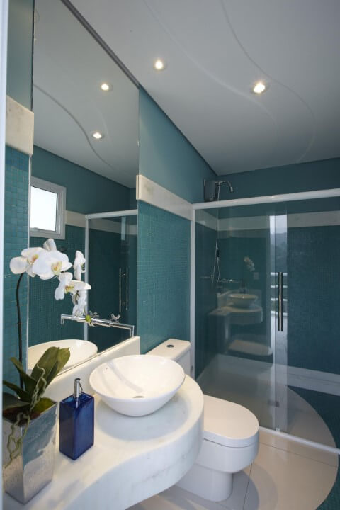 Banheiro azul Tiffany Projeto de Aquiles Nicolas Kilaris