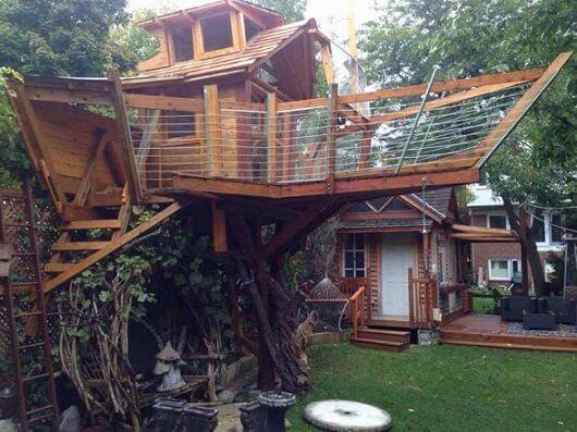 Casa na árvore com design diferente