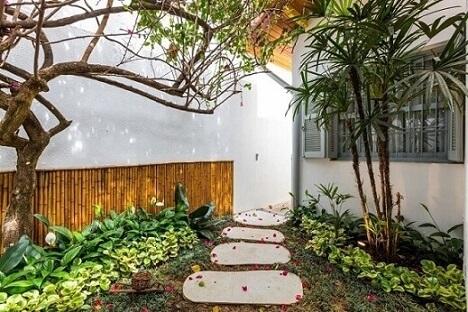 Como fazer um jardim com caminho Projeto de By Arquitetura