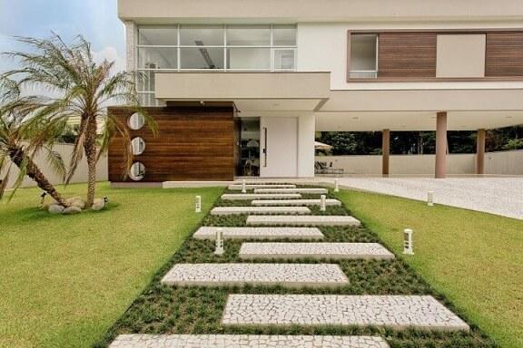 Como fazer um jardim com caminho de pedra Projeto de Espaço do Traço