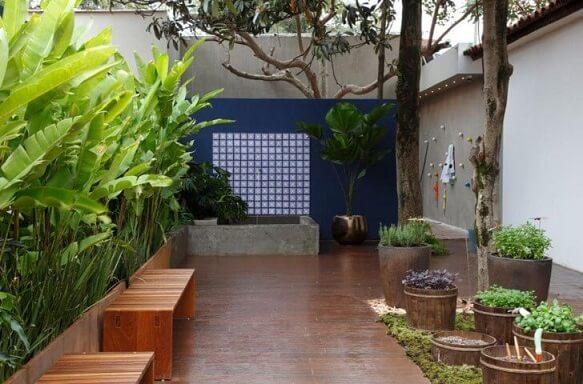 Como fazer um jardim com deck de madeira Projeto de Juliana Freitas